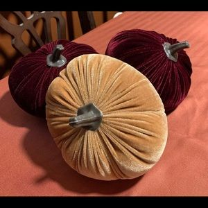 Plush velvet pumpkin trio decor